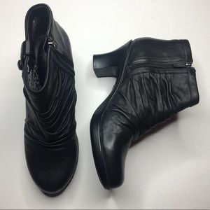 Dansko Buffy leather heeled booties EUC